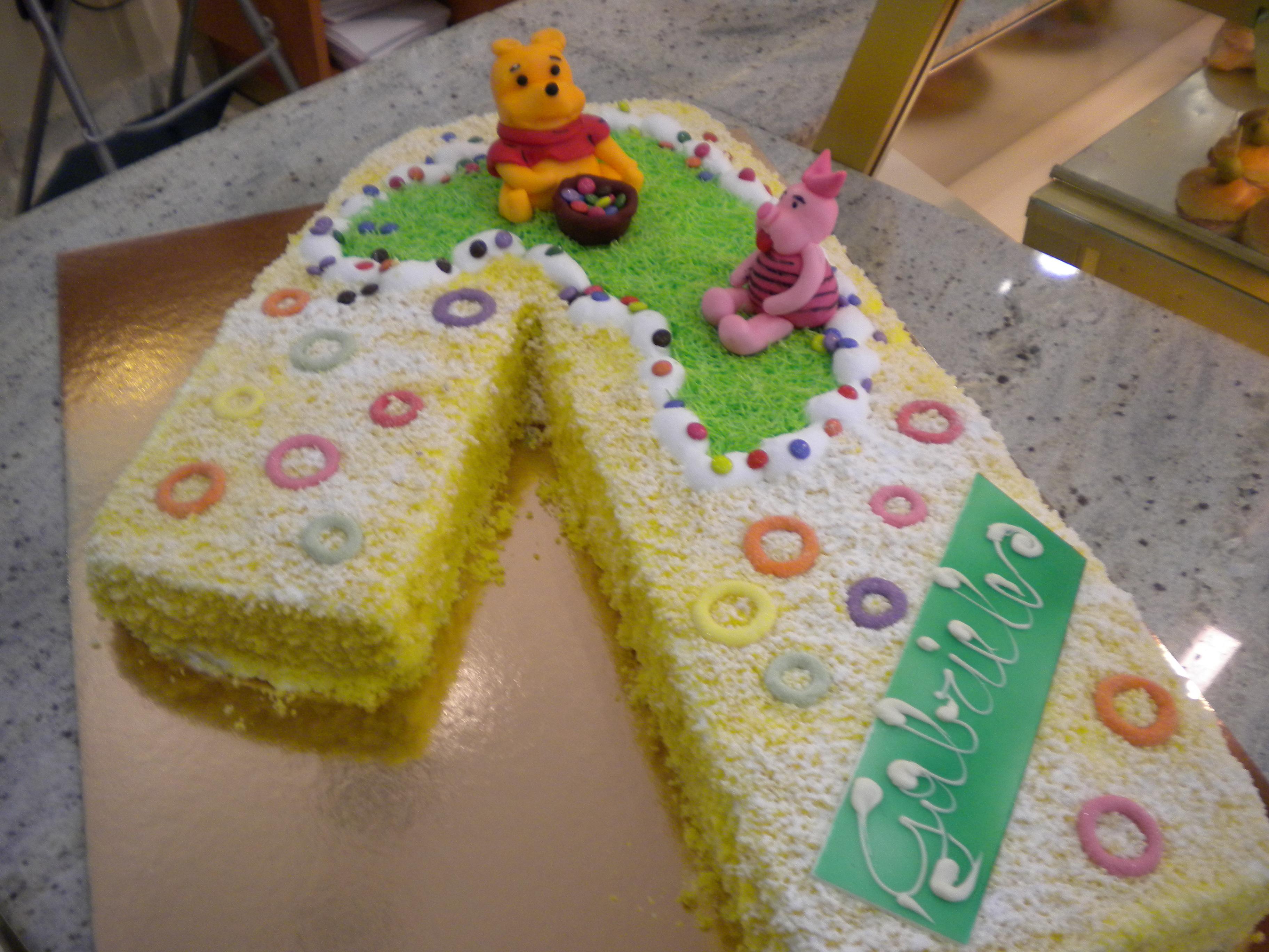 Una Torta A Forma Di Numero 1 Per Il Piccolo Gabriele