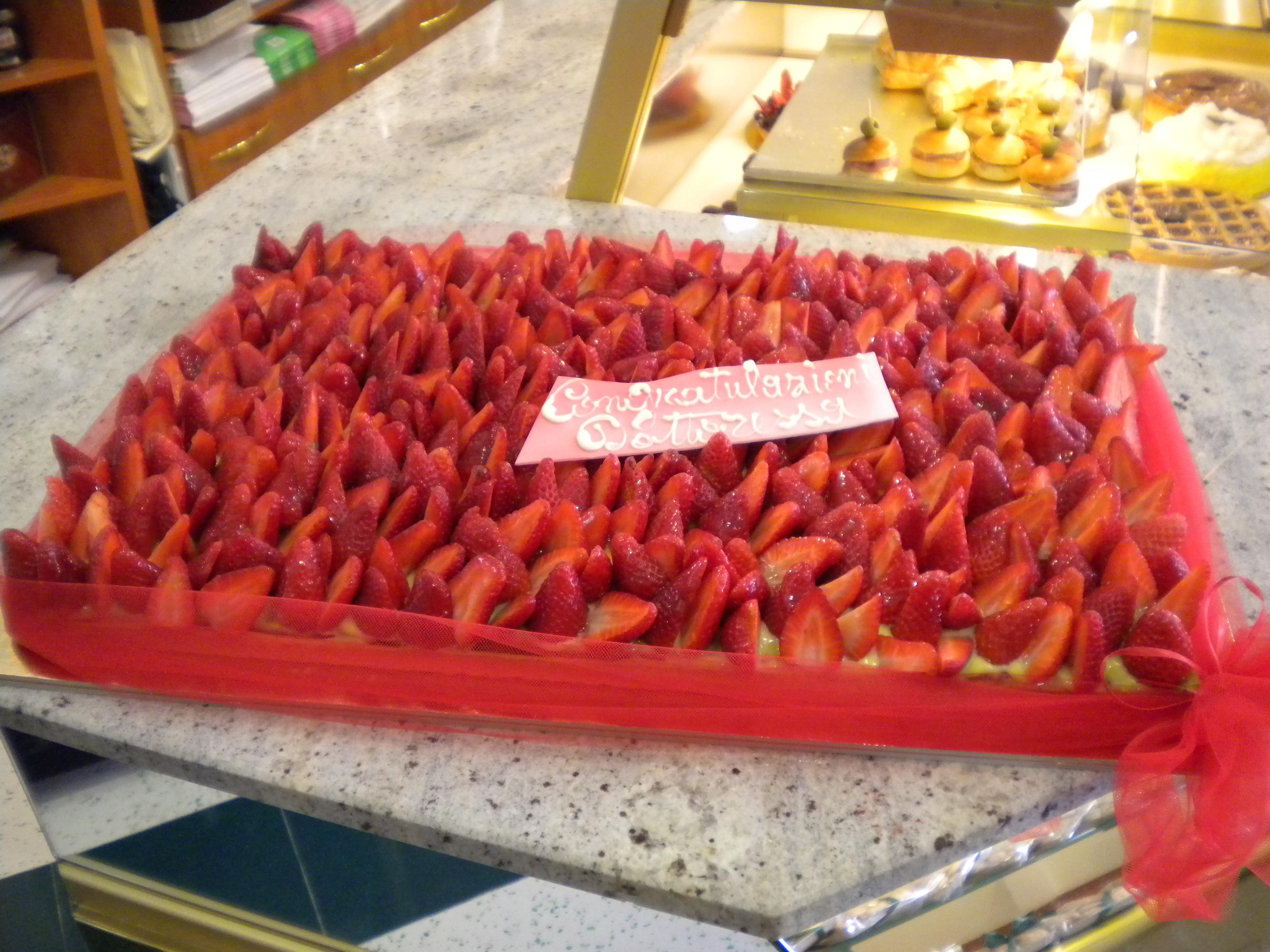 Un tappeto di fragole per la neo dottoressa - Tappeto di giunchi ...