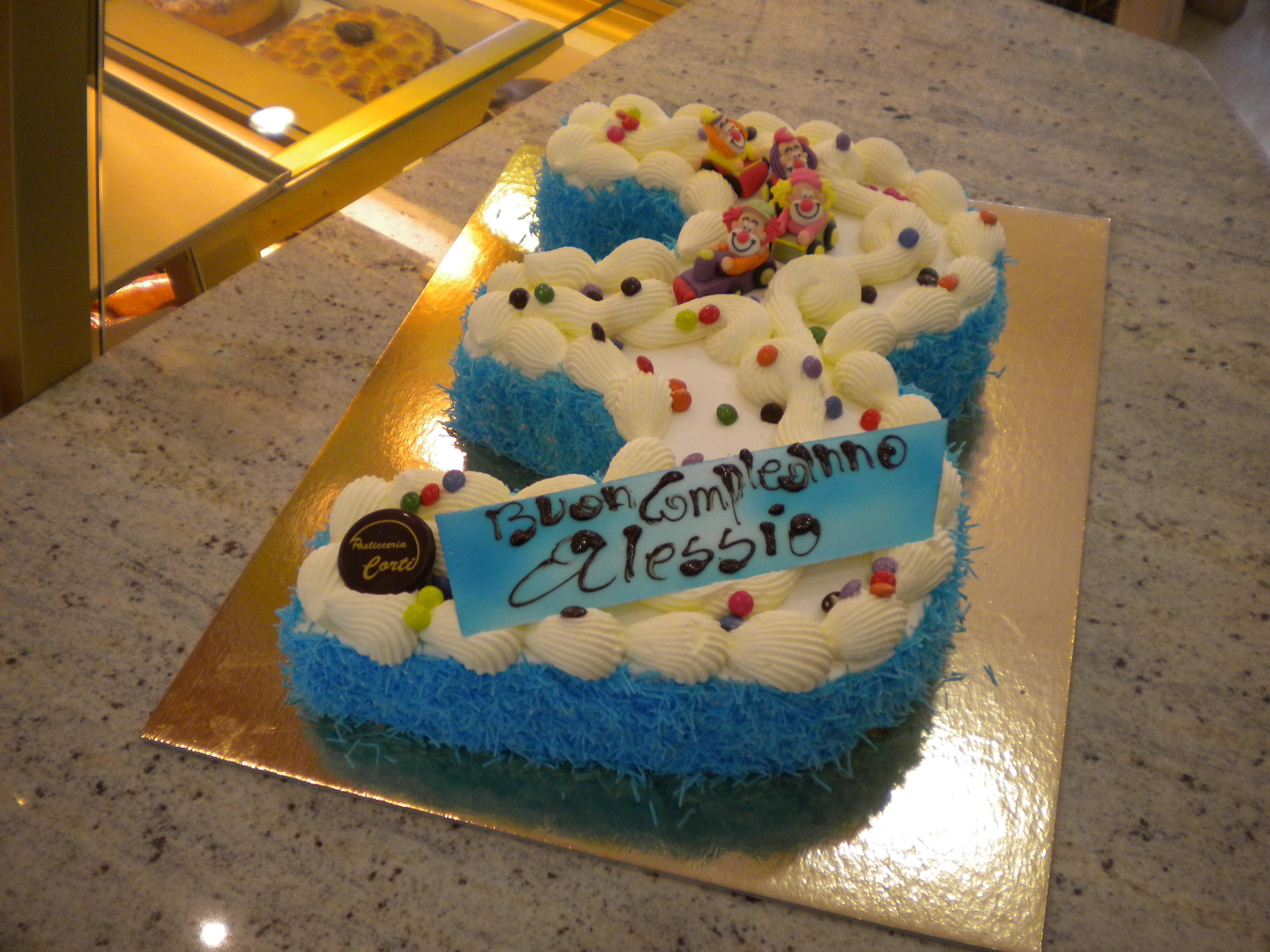 Torta A Forma Di Numero Cortipasticceria It